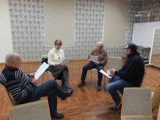 01.02.2017 r. Parę osób z sekcji teatralnej spotkało się na utrwaleniu tekstu sztuki ...