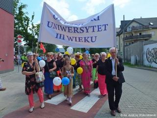 01.06.2019 r. Słuchacze UTW brali udział w przemarszu ulicami miasta z okazji Dni Oleśnicy.