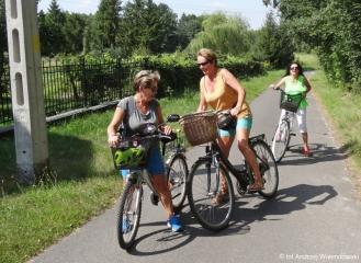 02.08.2018 r. Wysoka temperatura w upalnym dniu nie przeszkodziła  najbardziej wytrwałym  słuchaczom  OUTW aby wybrać się na  wycieczkę rowerową.