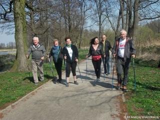 04.04.2019 r. Piękna pogoda sprzyja sympatykom Nordic Walking na treningi wokół oleśnickich stawów.
