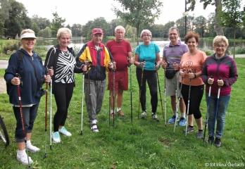 04.09.2017 r. Słuchacze OUTW mimo wakacji systematycznie spotykają się nad oleśnickimi stawami żeby uprawiać Nordic walking.