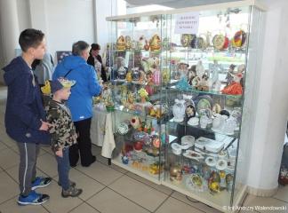 07.04.2019 r. Sekcja robótek ręcznych z OUTW zaprezentowała swoje prace na  III Artystycznym Jarmarku  Wielkanocnym.