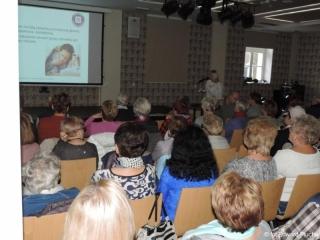 08.11.2017 r. Odbył się wykład sanepidu i policji dla seniorów OUTW.