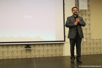 09.05.2018 r. Druga część wykładu Imam Ali Abi Issana temat: Podstawy islamu.