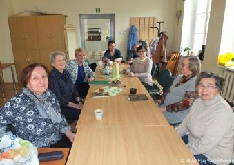 10.04.2019 r. Dyskusyjny Klub Książki na kolejnym spotkaniu przy omawianiu powieści ...