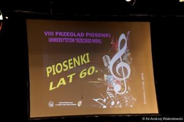 """11.05.2018 r. Oleśnicki chór z UTW brał udział w VIII Przeglądzie Piosenki UTW """"Piosenki lat 60"""" w Świdnicy."""