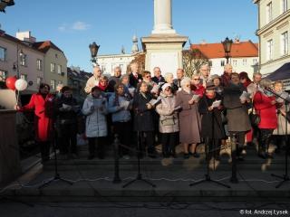 11.11.2019 r. W dniu Święta Niepodległości w oleśnickim Rynku wystąpił chór oraz słuchacze OUTW , śpiewając pieśni patriotyczne.