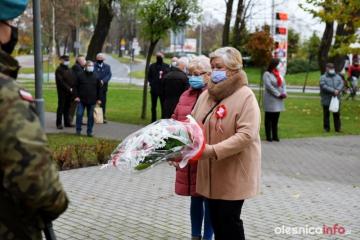 11.11.2020 r.  Na skwerku przy pomniku Kombatantów odbyły się uroczystości z okazji święta 11 listopada. Oleśnicki UTW również złożył wiązankę kwiatów z okazji święta.