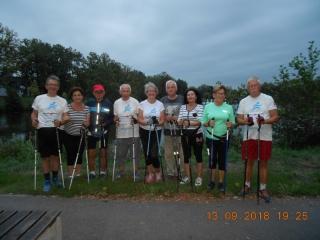 13.09.2018 r.  Na trening  Nordic Walking grupa słuchaczy OUTW przybyła w koszulkach, w których uczestniczyła w mistrzostwach świata w Mosinie. Na tych zawodach rywalizowali w międzynarodowym gronie na których to spotkali się między innymi z twórcą Nordic Walking - Marco Kantanerą.