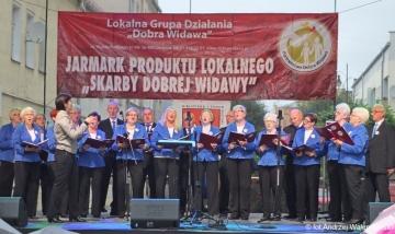 """16.09.2017 r. Na IX Jarmarku Produktu Lokalnego """"Skarby Dobrej Widawy"""" w trakcie którego oprócz lokalnych twórców i rzemieślników zaprezentował się również chór z OUTW."""