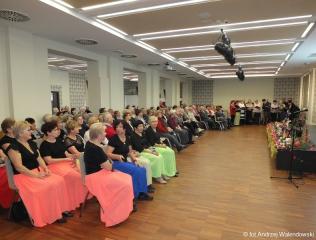 19.12.2018 r. Spotkanie słuchaczy UTW na wspólnym kolędowaniu , na którym wystąpił chór, sekcja recytatorska i taneczna.