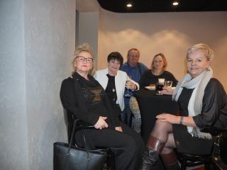 21.02.2020 r. Grupa słuchaczy  OUTW pojechała do Teatru Współczesnego we Wrocławiu na sztukę GARNITUR PREZYDENTA w reż. Cezarego Ibera