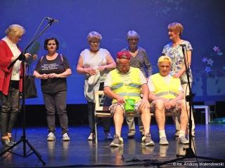 21.05.2019 r. Słuchacze z sekcji chóru, teatralnej i recytatorskiej OUTW wystąpili w sali widowiskowej z okazji Dnia Matki.