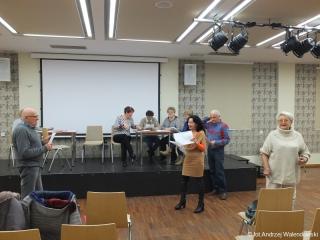 21.11.2018 r. Grupa osób z sekcji teatralnej intensywnie przygotowuje się do występów w oleśnickim zamku.