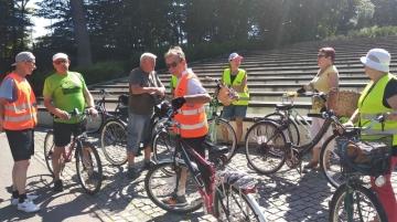 24.07.2020 r.   Spotkanie sekcji rowerowej - dzisiejsza trasa biegła przez Lucień, Niciszów, Raków,  Borowę i znów Lucień i park nad stawami , łącznie trasa 26,36 km