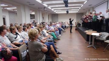 26.04.2019 r.  OUTW przywitał seniorów z Leszna, którzy przyjechali zwiedzać Oleśnicę a w przerwie kawowej zaśpiewał im chór naszego Uniwersytetu.