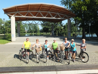 26.07.2018 r. Mimo wakacji słuchacze OUTW aktywnie spędzają czas, tym razem grupka pasjonatów jazdy rowerem wybrała sie zwiedzać nieznane ale ciekawe okolice.