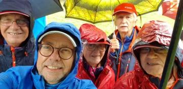 26.09.2020 r.  Odbywał się Rajd Nordic Walking o Puchar Burmistrza Prudnika, na który oczywiście się wybraliśmy, pogoda okropna, deszcz a właściwie ulewa, padało od kilku dni, trasa ścieżkami górskimi, ze stromymi wzniesieniami, zimno. Po konsultacji z sędziami zrezygnowaliśmy ze startu, a medale otrzymaliśmy, decyzja sędziów i organizatora, chyba za to że przemokliśmy i zmarzliśmy.