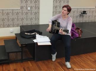 27.04.2017 r. Spotkanie grupy piosenki biesiadnej, prowadzi Iwona Wróbel.