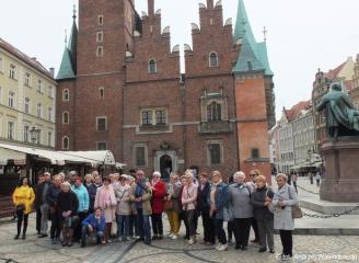 """28.04.2019 r. Wycieczka słuchaczy OUTW  do muzeum """"Pana Tadeusza"""" we Wrocławiu."""