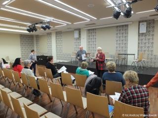 28.11.2018 r. Intensywne przygotowania grupy teatralnej do występu publicznego w oleśnickim zamku.