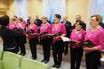 28.12.2018 r. Przed secją  Rady Miast Oleśnica  wystąpił chór Oleśnickiego Uniwersytetu III Wieku z koncertem kolęd.